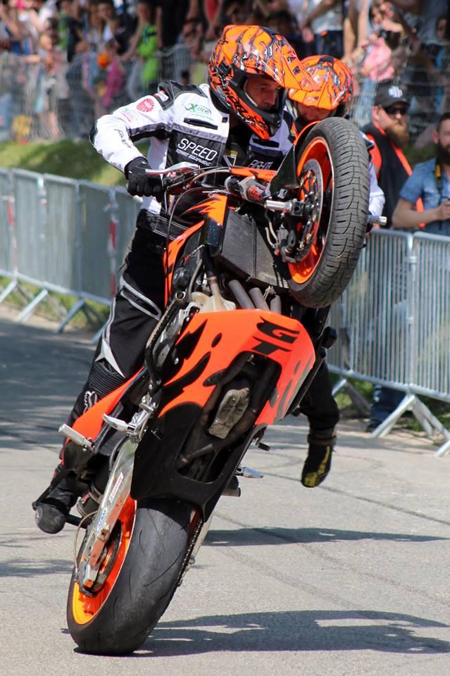 Stunt (103)