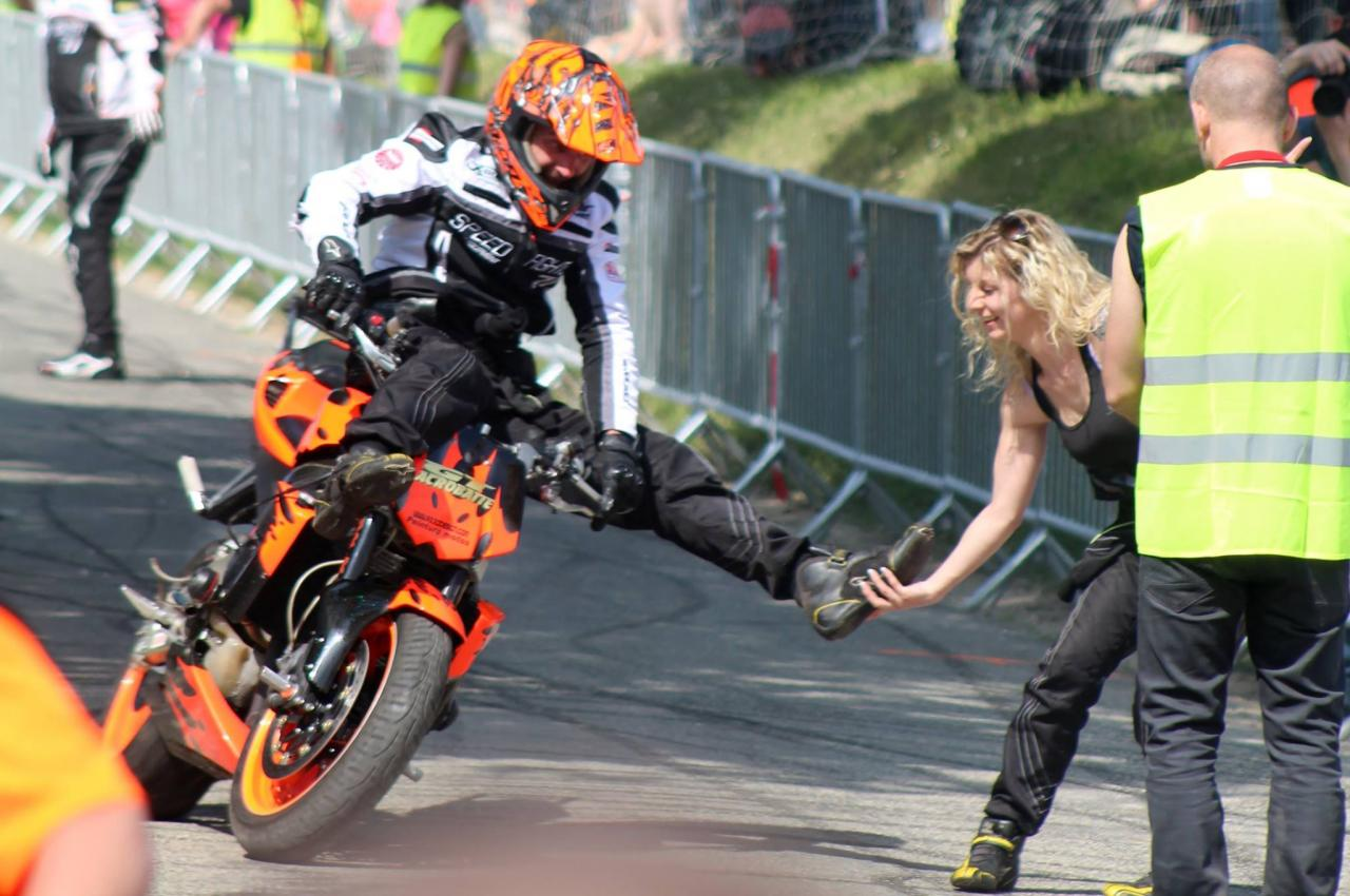 Stunt (74)